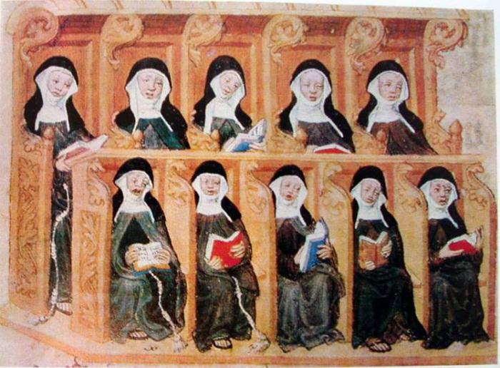 Молодой девушке было не очень весело в монастыре.