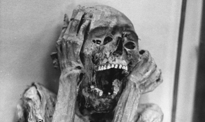 Некоторых мумифицировали с открытыми ртами. | Фото: flytothesky.ru.